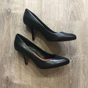 Classic Black Vince Camuto NWOT Heels